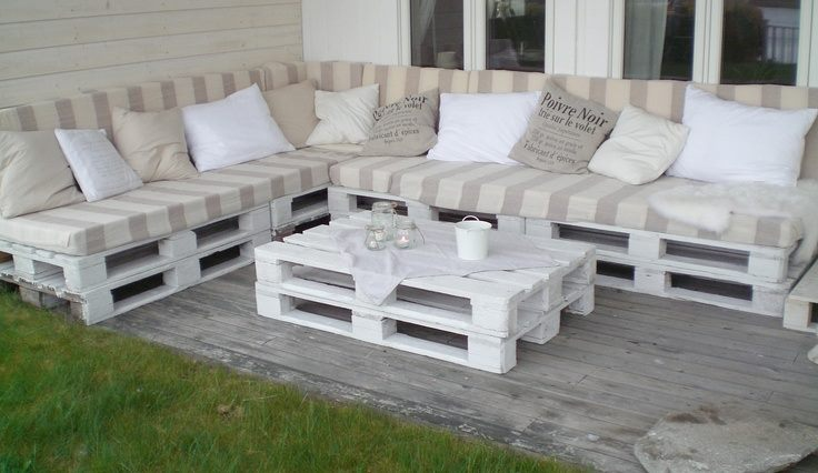 Sala para terraza hecha con palés