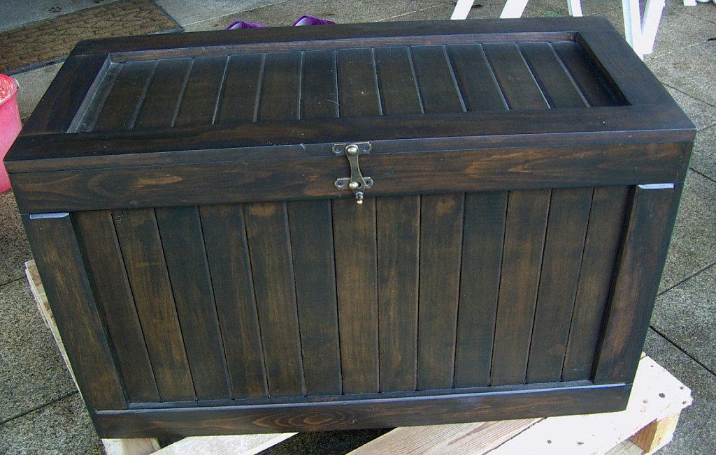 Baules de madera hechos con paletes