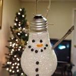 Ideas para tu hogar con esferas escológicas pintadas de muñeco de nieve