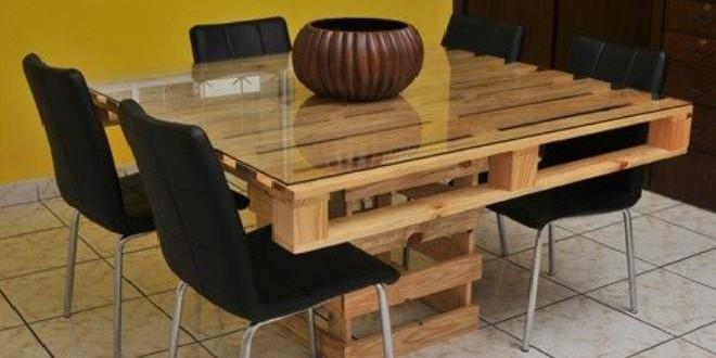 Comedor de madera hecho con paletes