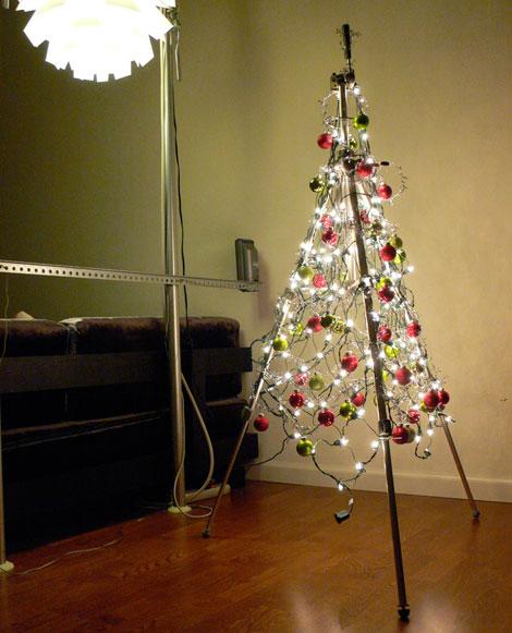 Series de luz hechas con tubería para iluminar tu árbol navideño 2