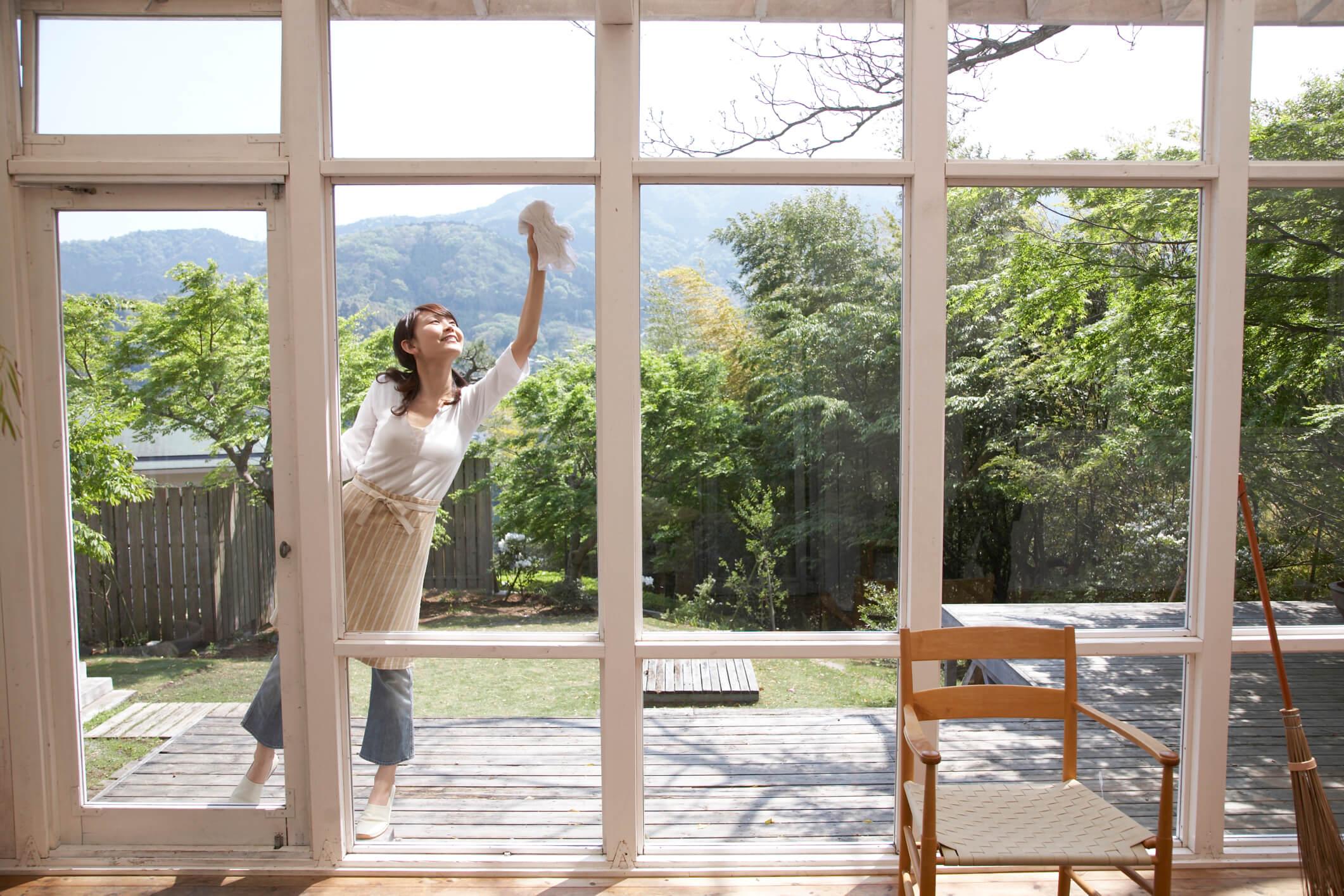 C mo limpiar vidrios de ventanas ba os y autos perfectamente - Como limpiar paredes blancas muy sucias ...