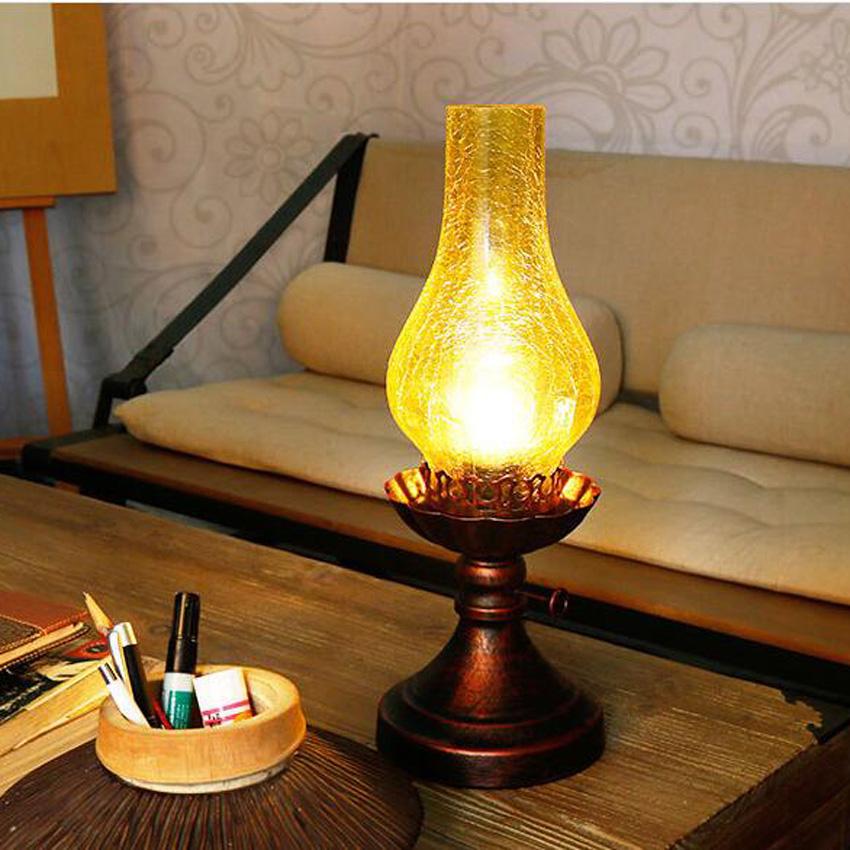 Iluminación cálida con focos LED en invierno, lamparas de mesa