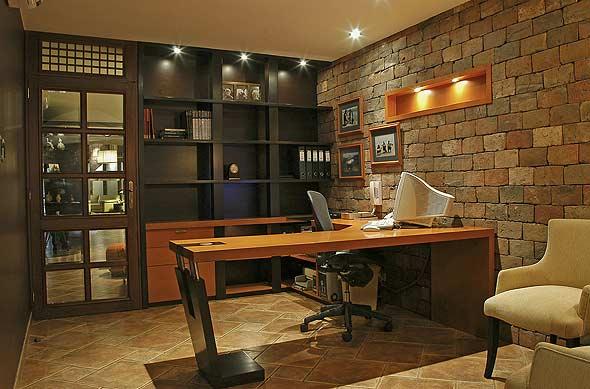 Iluminación cálida con focos LED en invierno, lamparas de escritorio, plafón