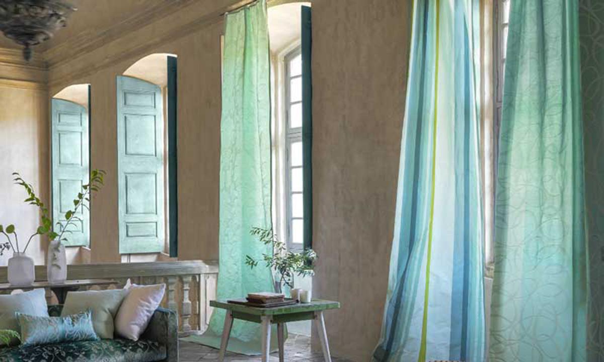 Cómo refrescar la casa sin aire acondicionado fácilmente: Usa cortinas y percianas