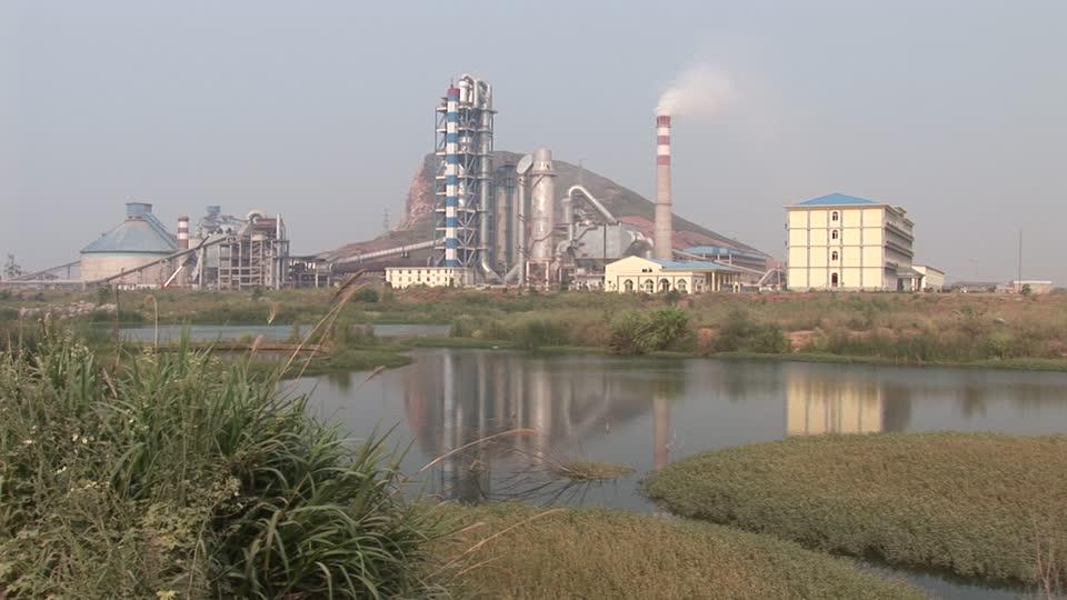 209618217-industria-de-cemento-china-cuerpo-de-agua