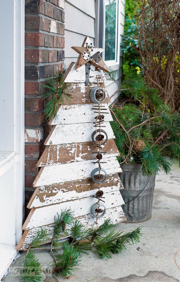 como hacer un arbol de navidad casero- Arbol de cuerda sobr emadera- Arbol rústico con trozos de madera