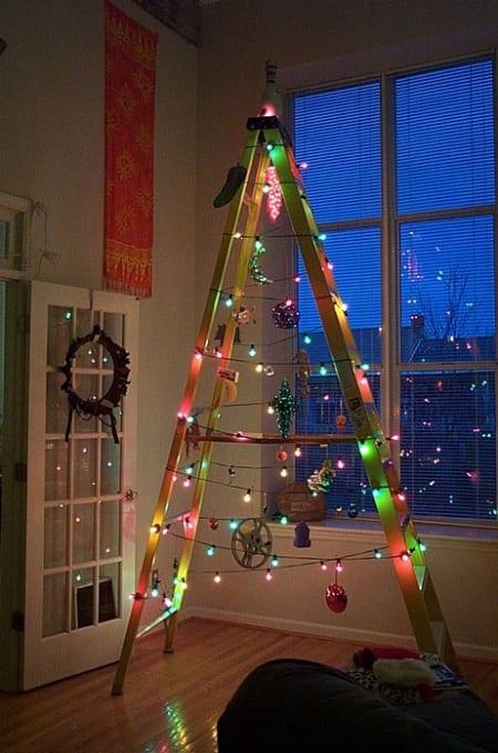 como hacer un arbol de navidad casero-Reutilizar una escalera.